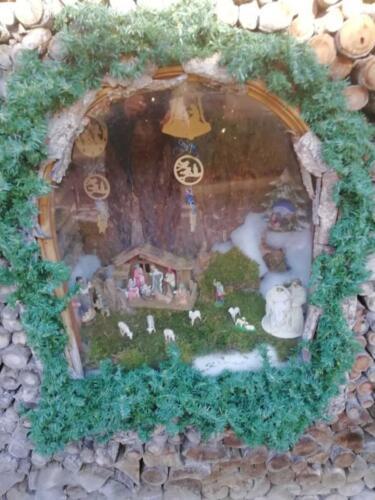 presepio esterno all'abitazione  come nella tradizione del luogo Panchià e Tesero Tn r